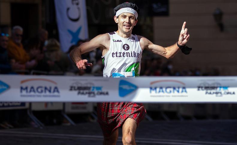 Participantes de la media maratón Zubiri-Pamplona, disputada este domingo 24 de octubre
