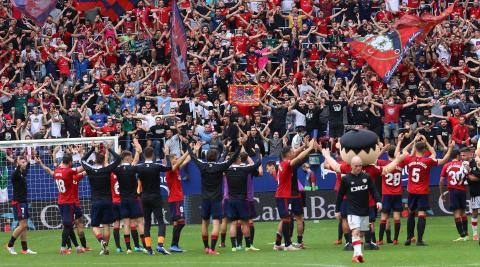 La afición rojilla celebrando el triunfo contra el Rayo