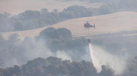 Labores de extinción del incendio en Valtierra
