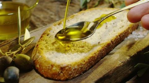 El aceite de oliva virgen extra en una grasa monoinsaturada