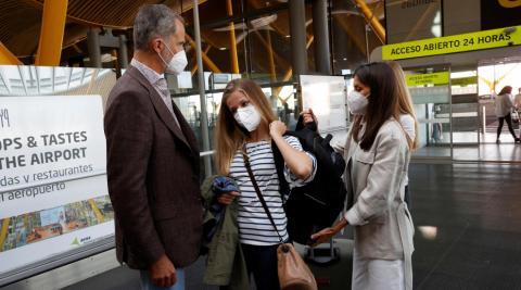 Se despidió de los Reyes y de su hermana en el aeropuerto de Madrid
