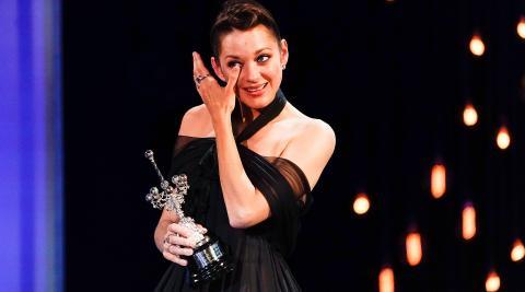 Emoción de Marion Cotillard al recibir el Premio Donostia en el 69 Festival de Cine de San Sebastián