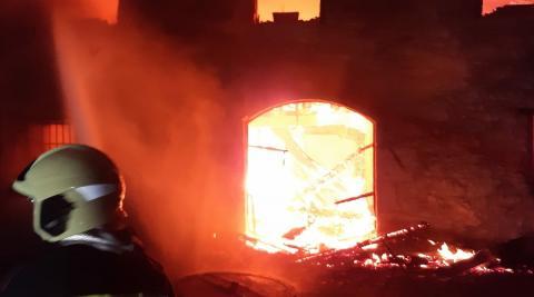 Vídeo de la llamas que han afectado a una casa rural en Lekunberri