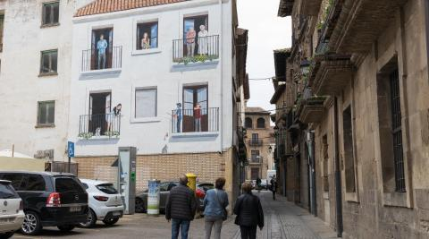 Mural sobre el confinamiento en la plaza de España de Corella.