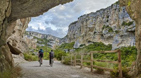 La Foz de Lumbier es uno de los rincones naturales más sorprendentes por los que pasa la ruta jacobea que llega desde Aragón a Navarra.