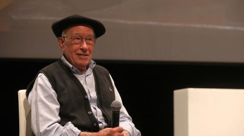 Sonriente a sus 90 años, Pedro Lanz, el último herrero de Lesaka