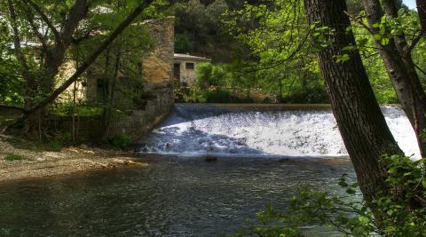 Molino a los pies del río Ega en Labeaga.