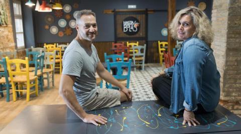 Darío Bormida y Marine Seoane, en su pizzería de Tudela