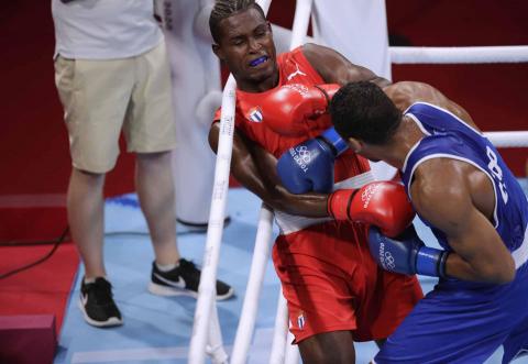 Enmanuel Reyes durante su combate de boxeo