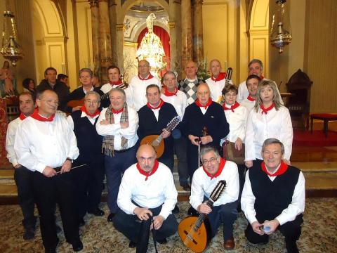 """La segunda """"Misa de la escalera"""" en la capilla de San Fermín el pasado 2 de febrero estuvo amenizada por la Rondalla Armonía, que recibió muchas felicitaciones por el aire sanferminero que supieron darle sus voces con acompañamiento de plectro."""