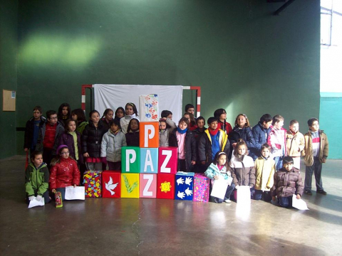 La Apyma del colegio La Milagrosa de Lodosa envía estas imágenes de la celebración del Día de la Paz y de la chocolatada que realizaron por San Blas.