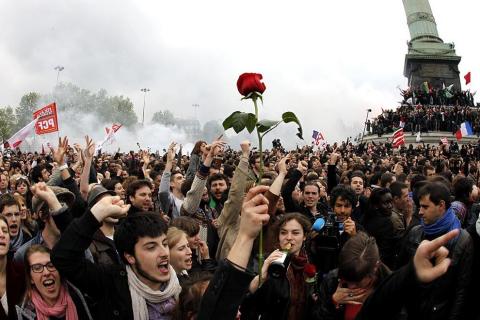Los socialistas celebran la victoria de Hollande