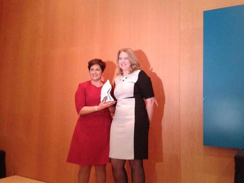 Isabel Jiménez y Esther Sanz han recibido hoy los galardones