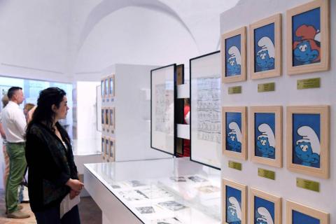 Veronique Culliford, hija del creador de los 'Pitufos', posa en la inauguración de la exposición 'La unión hace Pitufo'