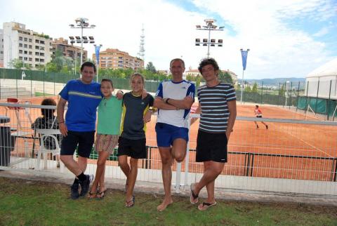 Entre el 17 y el 27 del presente mes de agosto se está celebrando en las instalaciones del Club Tenis Pamplona el Campeonato Navarro Absoluto de Tenis, que ha reunido en las pistas del citado club de la Calle Monjardín a 87 jugadores: 72 en el cuadro masculino y 17 en el femenino.