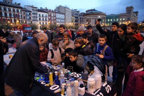 Fotos de la inauguración de la Semana de la ciencia en la plaza del Castillo de Pamplona.