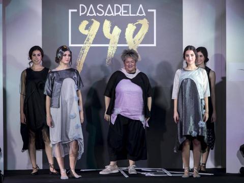 Imágenes de la primera edición de la Pasarela 948 celebrada en el Hotel Tres Reyes de Pamplona. Sobre la alfombra roja se pudieron ver hasta seis desfiles de diferentes diseñadores naciones y locales.
