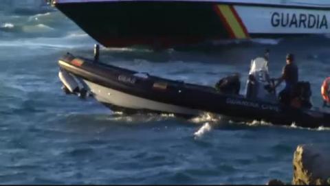 Las mafias abandonan a 12 subsaharianos en las aguas de Ceuta