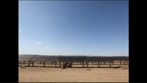 China inaugura una granja solar en forma de osos panda
