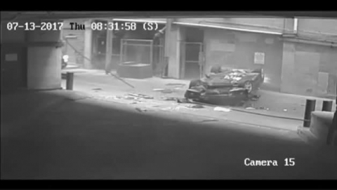 Una mujer cae con su coche desde la séptima planta de un aparcamiento