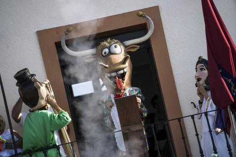 Lanzamiento del cohete e imposición de pañuelicos en las Fiestas de Garínoain