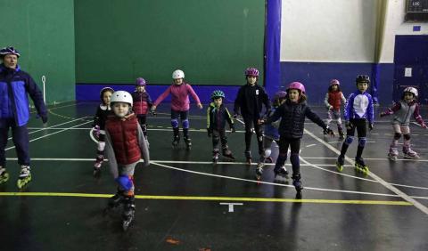 El Gazte Berriak fue el encargado de acoger la tercera jornada de Juegos Deportivos de patinaje Indoor en el Pabellón Indaki de Ansoáin