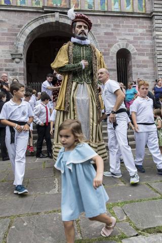 Imágenes de la misa dedicada a Santiago y mutil dantza en el segundo día (25 de julio) de las fiestas de Elizondo
