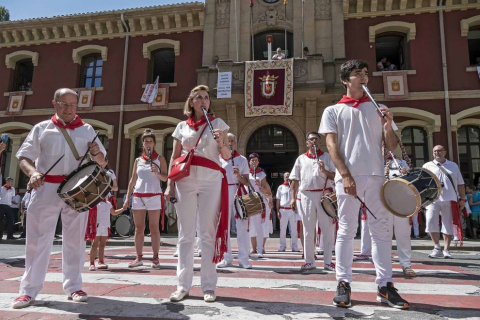Estella ha arrancado este viernes, Viernes de Gigantes, sus fiestas patronales. Los actos festivos en la ciudad del Ega se prolongarán durante siete días.