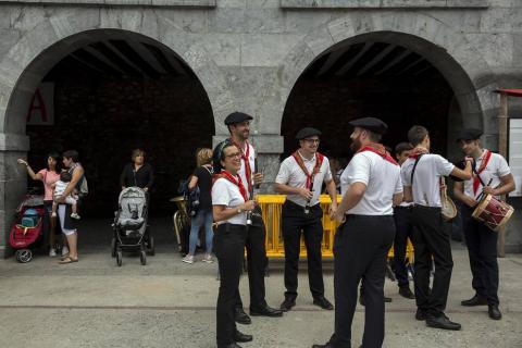 Gabriel Saralegui fue el encargado de prender la mecha que dio comienzo este viernes, 10 de agosto, a las fiestas de Leitza 2018.