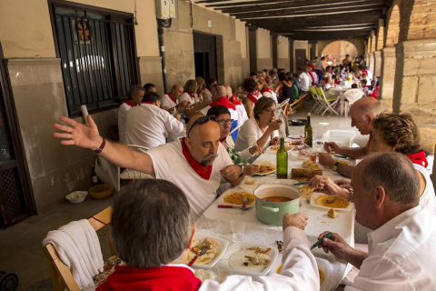 Los Arcos celebran su tradicional pochada en fiestas (17 de agosto de 2018)