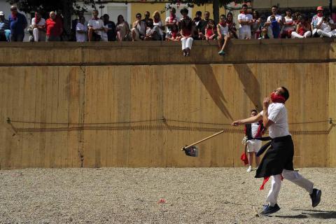 Los hermanos David y Marta Ezquerro han ganado el campeonato mundial de Marcilla de lanzamiento de rabiosa.