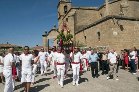 Como manda la tradición, la imagen del santo fue portada por los ramones de la localidad