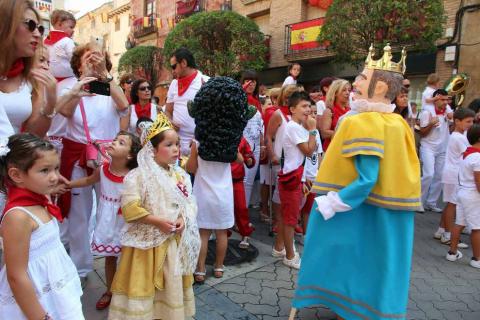 Ofrenda floral y salida de gigantes para celebrar el Día del Niño en las fiestas patronales de Cintruénigo