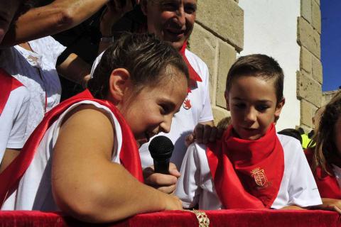 La localidad celebró el día de los más pequeños con un cohete desde el balcón del ayuntamiento e hinchables
