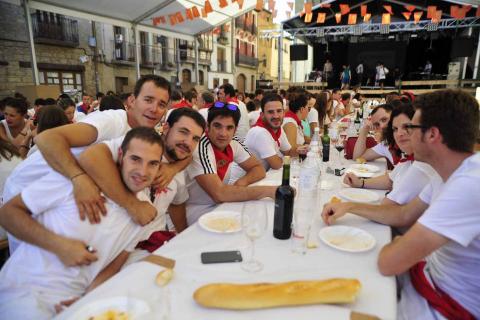 La juventud de Olite encara la recta final de las fiestas con una comida popular