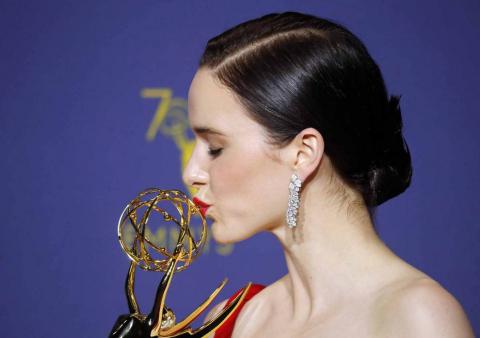 'Juego de Tronos' extendió su imperio televisivo en los Emmy, en los que se llevó el premio a la mejor serie dramática, mientras que 'The Marvelous Mrs. Maisel' arrasó con su primera temporada en los apartados de comedia de los galardones más importantes de la pequeña pantalla.
