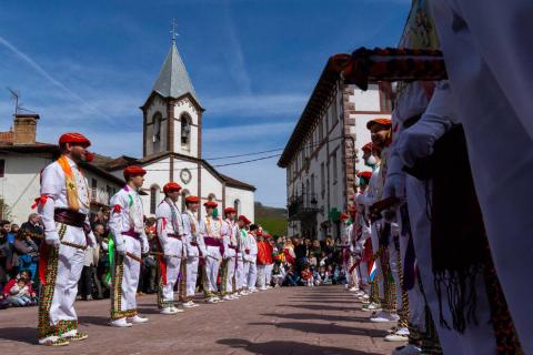 'Preparados para la danza' ha sidola fotografía de 'Fiestas y tradiciones' más votada por los seguidores del concurso