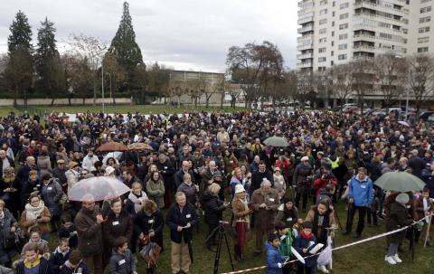 Unas 5.000 personas según los convocantes y 1.500 según la Delegación del Gobierno se han congregado en el parque de la Insumisión para mostrar su descontento con el programa educativo impulsado por el Gobierno foral.