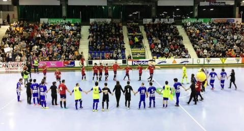 El pabellón Anaitasuna acogió este jueves, 27 de diciembre, en encuentros solidario entre amigos del osasunista Roberto Torres y del jugador de Osasuna Magna, Rafa Usín. Antes se disputó el Osasuna.Alavés de al Liga Genuine.