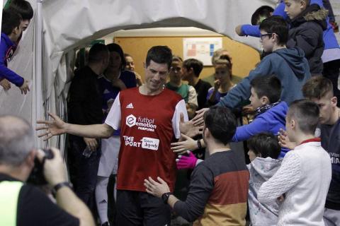 El pabellón Anaitasuna acogió el jueves, 27 de diciembre, un encuentro solidario a favor del Banco de Alimentos de Navarra entre amigos de Roberto Torres y de Rafa Usín.
