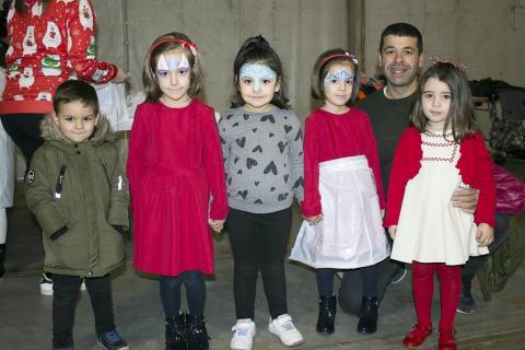 Del 21 al 23 de diciembre, Corella celebró las XI Jornadas del Cardo Rojo. El domingo, las familias pudieron disfrutar de un espacio de ocio dentro de la carpa instalada en el interior de la plaza de toros. Hinchables, juegos infantiles, pintacaras e incluso un taller de verduras para los más pequeños, fueron algunas de las propuestas.
