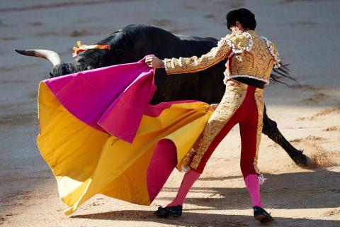 Faena de los toros de la ganadería del Puerto de San Lorenzo para los diestros Emilio de Justo, López Simón y Ginés Marín.