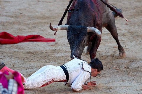 Imágenes de la corrida en la plaza de toros de Pamplona con reses de la ganadería de Miura para los diestros Rafaelillo, Octavio Chacón y Juan Leal.