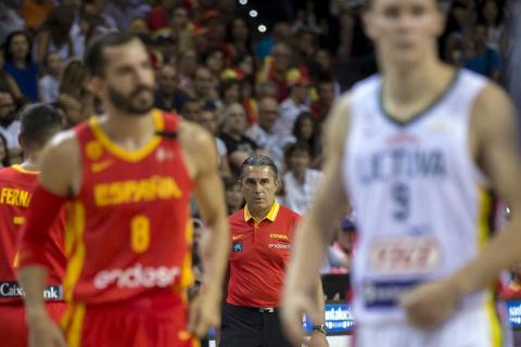 Más de 10.000 aficionados se citaron en el pabellón pamplonés para ver la victoria por 78-70 de la selección española en el arranque de la gira de preparación del Mundial de China 2019.