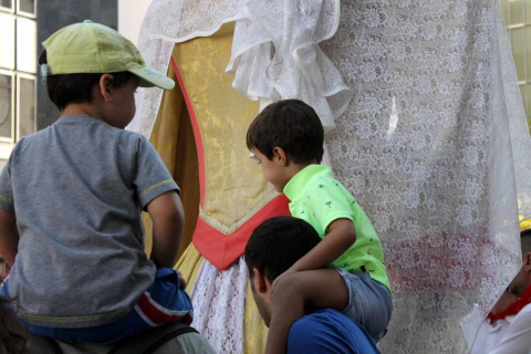 Todas las fotos de la salida de la Comparsa de Gigantes y Cabezudos en San Fermín Txikito