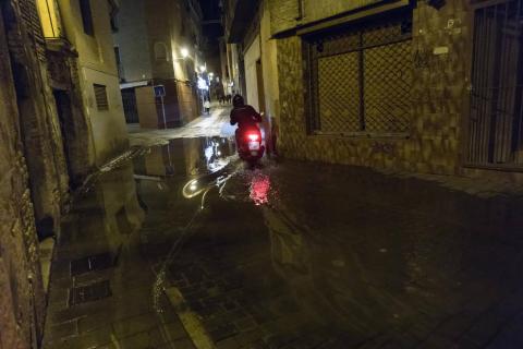 La rápida crecida del Ebro pone en alerta a Tudela y otras localidades de la Ribera