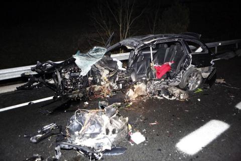 Dos jóvenes de 19 y 21 años, Xabier Taberna Tellechea y vecino de Igantzi (Yanci) y Mikel Manzano Altuna, de San Sebastián, fallecieron este sábado en un accidente múltiple con 5 vehículos implicados ocurrido en la N-121-A en el término de Olagüe.
