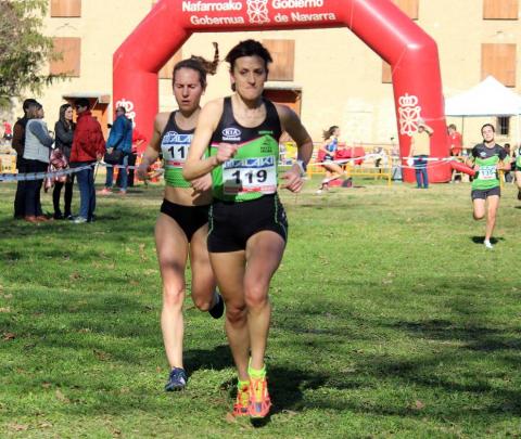 Javier Nagore y Alicia Carrera (Grupoempleo Pamplona Atlético) llegaron a Estella para revalidar el título foral en larga distancia en el cross del Club Atlético Iranzu.