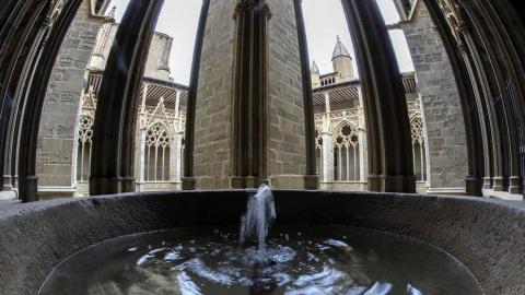 Imágenes de la visita guiada a la presentación de la finalización de las obras de restauración del claustro gótico de la Catedral de Pamplona.