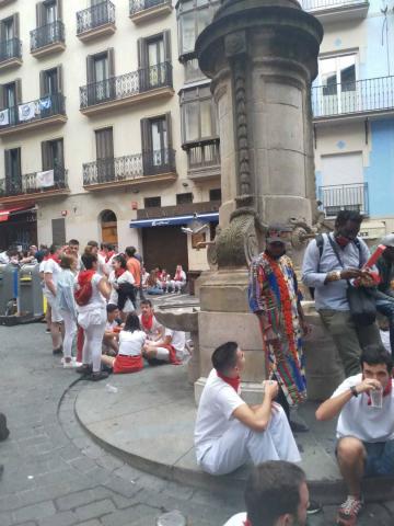 Imágenes de la calle Navarrería esta tarde